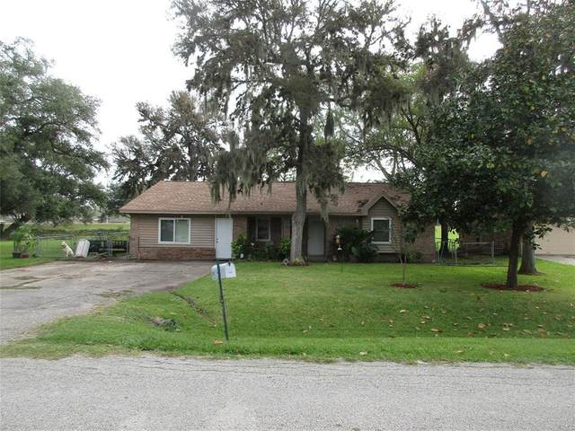 209 Lakewood Drive, Clute, TX 77531 (MLS #7808721) :: The Bly Team