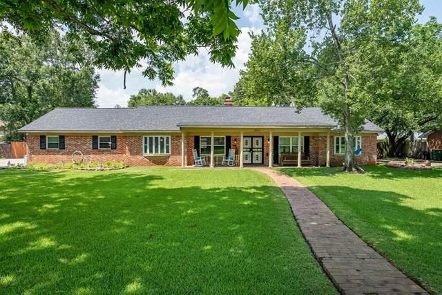 1800 Oak Shadows Street, Baytown, TX 77520 (MLS #78176921) :: The Sansone Group