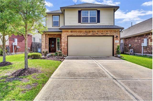 6879 Dogwood Cliff Lane, Dickinson, TX 77539 (MLS #78184626) :: The SOLD by George Team
