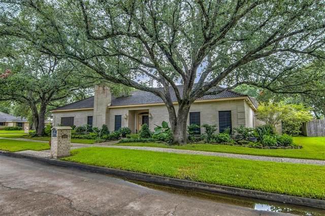 2219 Green Tee Drive, Pearland, TX 77581 (MLS #78215221) :: The Wendy Sherman Team