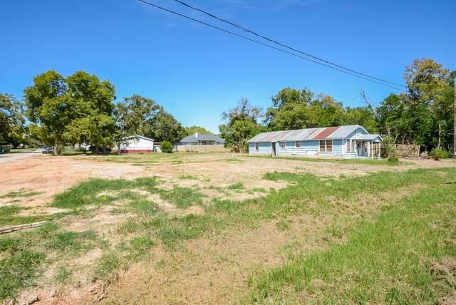 512 W Stewart Street, Willis, TX 77378 (MLS #78981423) :: NewHomePrograms.com