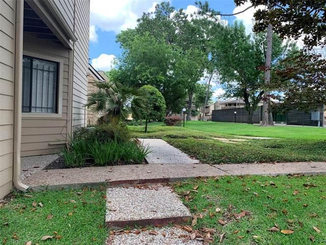 12831 Briarwest Circle Circle, Houston, TX 77077 (MLS #79027933) :: Keller Williams Realty