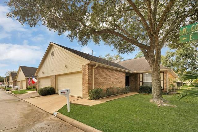 710 E Country Grove Circle, Pearland, TX 77584 (MLS #79245326) :: The Queen Team