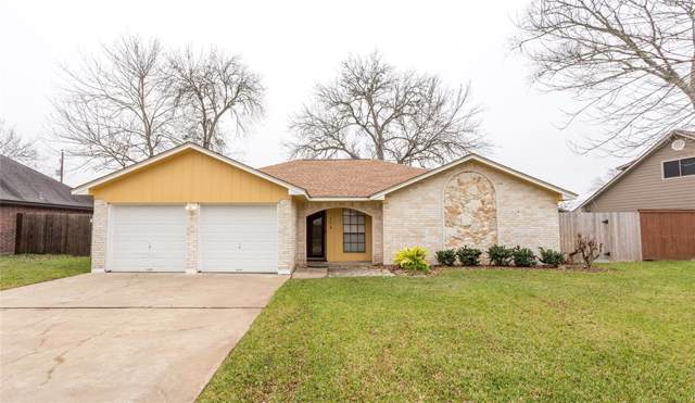 104 Maple Street, Lake Jackson, TX 77566 (MLS #79689867) :: Johnson Elite Group