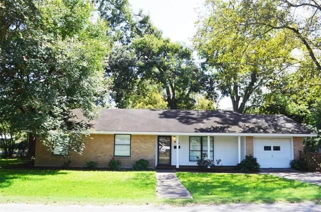 817 Washington Street, Columbus, TX 78934 (MLS #80436655) :: The SOLD by George Team