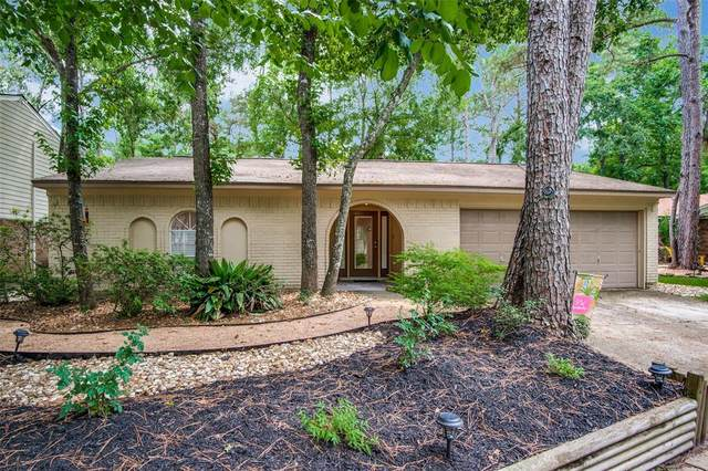 9 W Woodtimber Court, The Woodlands, TX 77381 (MLS #8052907) :: The Bly Team