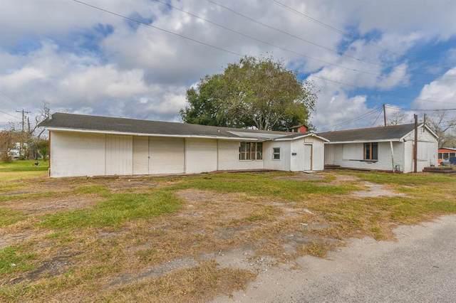 108 1/2 W 1st St, Sweeny, TX 77480 (MLS #80539268) :: NewHomePrograms.com LLC