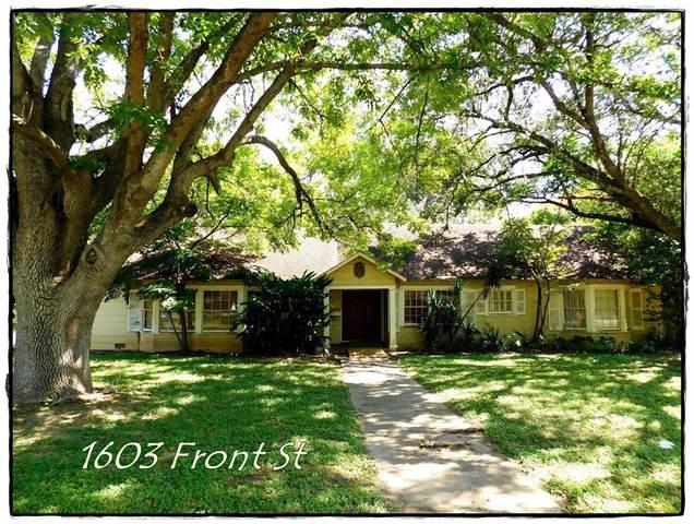 1603 Front Street, Columbus, TX 78934 (MLS #81034527) :: Guevara Backman