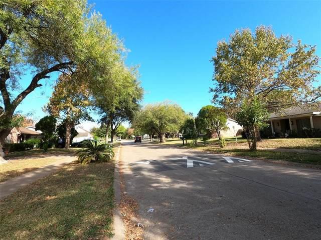 8114 Riptide Drive, Houston, TX 77072 (MLS #8172877) :: Christy Buck Team