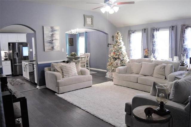 905 Jefferson Avenue, Cleveland, TX 77327 (MLS #81749141) :: The Home Branch