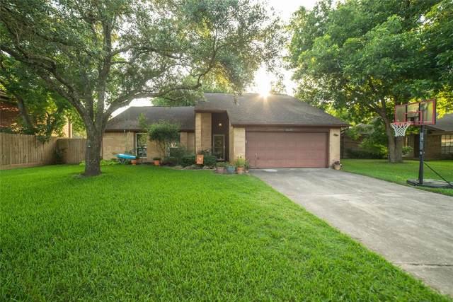 2510 Walnut Grove Court, Pearland, TX 77584 (MLS #81962832) :: Christy Buck Team