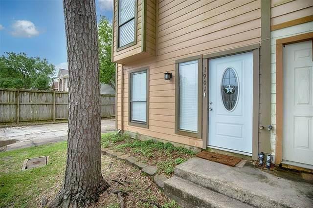 1901 Miramar Green Street, Seabrook, TX 77586 (MLS #82329393) :: Connect Realty