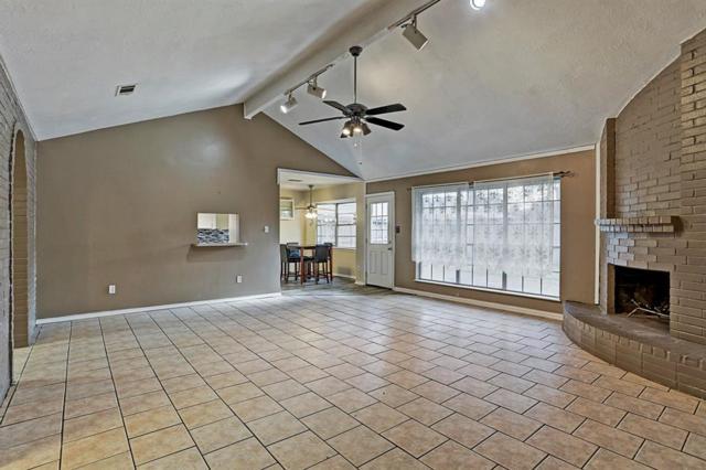 5239 Whittier Oaks Drive, Friendswood, TX 77546 (MLS #82548370) :: The Heyl Group at Keller Williams