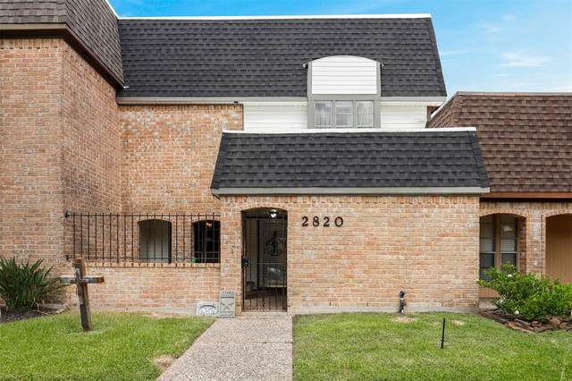 2820 Country Club Drive, Pearland, TX 77581 (MLS #82587389) :: Christy Buck Team