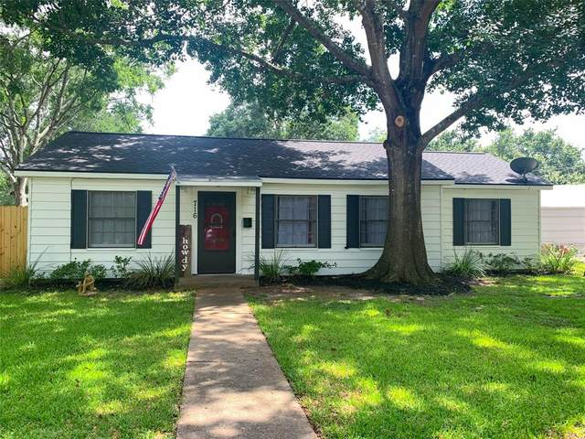 716 E Miller Street E, Angleton, TX 77515 (MLS #82669727) :: The Sansone Group