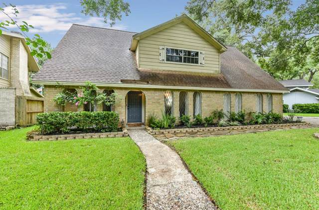 128 Saint Cloud Drive, Friendswood, TX 77546 (MLS #82701300) :: The Bly Team