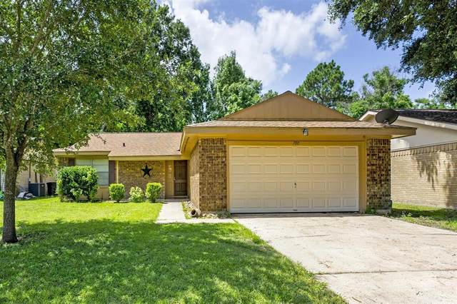 700 N Plantation Drive, Angleton, TX 77515 (MLS #82867970) :: Caskey Realty