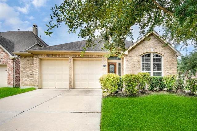 2802 Highland Lake Court, Pearland, TX 77584 (MLS #83233437) :: The SOLD by George Team