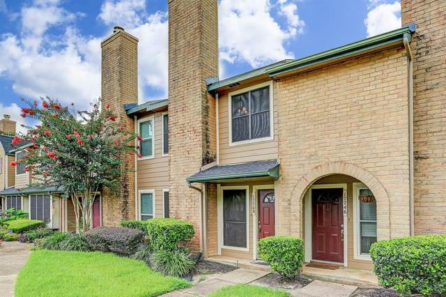 17748 Kings Park Lane, Houston, TX 77058 (MLS #83367305) :: Christy Buck Team