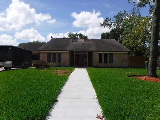 305 Red Bud Lane, Baytown, TX 77520 (MLS #8343598) :: The Bly Team
