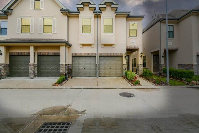 3027 Royal Oaks Grove, Houston, TX 77082 (MLS #83493859) :: The SOLD by George Team