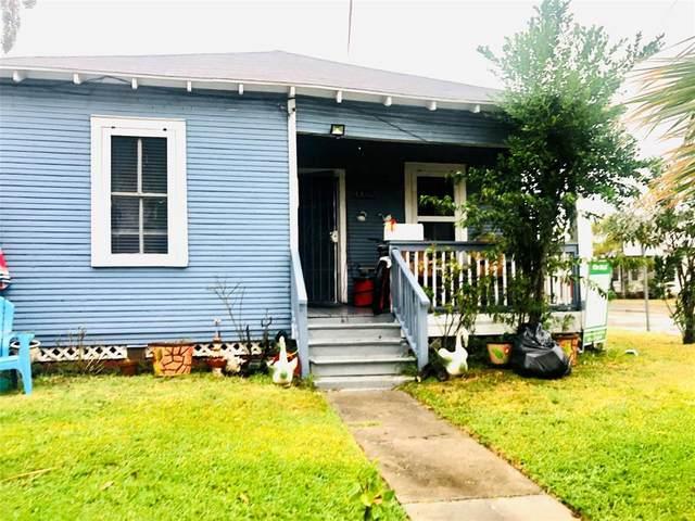 4302 Avenue R 1/2, Galveston, TX 77550 (MLS #8353971) :: Christy Buck Team