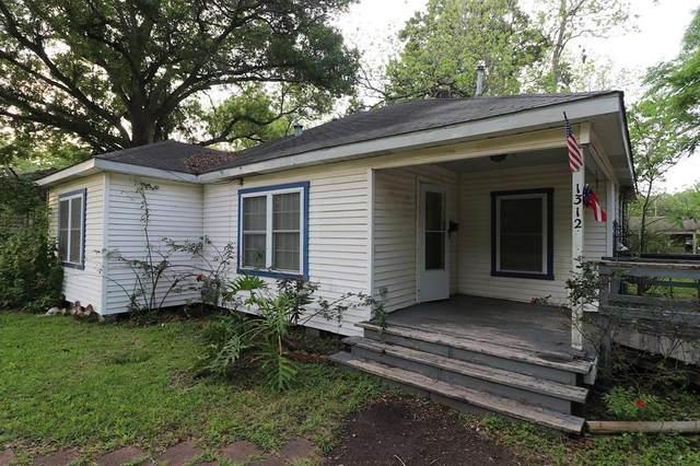 1312 W Sealy Street, Alvin, TX 77511 (MLS #83595974) :: Phyllis Foster Real Estate