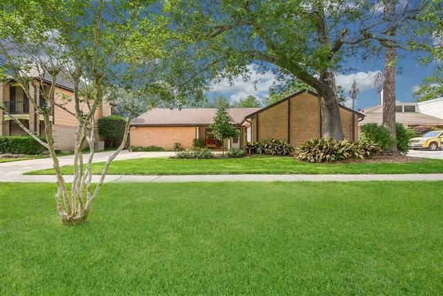 16315 Brookvilla Drive, Houston, TX 77059 (MLS #83879026) :: Michele Harmon Team
