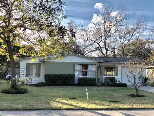 325 Caladium Street, Lake Jackson, TX 77566 (MLS #83962386) :: Ellison Real Estate Team