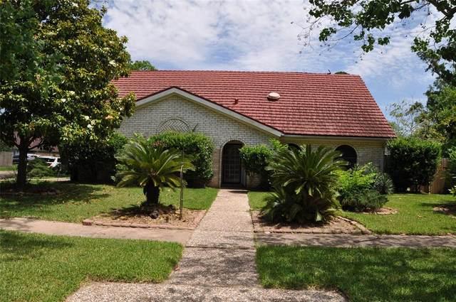231 Ballantrae Lane, Houston, TX 77015 (MLS #84012416) :: NewHomePrograms.com LLC