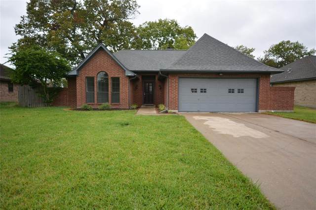 418 Walnut Street, Lake Jackson, TX 77566 (MLS #8407338) :: Michele Harmon Team