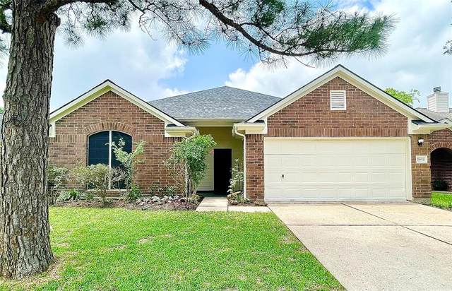 2902 Burgess Hill Court, Pearland, TX 77584 (#84115316) :: ORO Realty