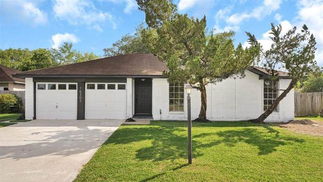 16302 Barcelona Drive, Friendswood, TX 77546 (MLS #84193844) :: Ellison Real Estate Team