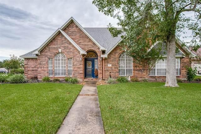 218 Violet Lane, Lake Jackson, TX 77566 (MLS #84485636) :: My BCS Home Real Estate Group