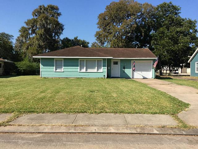 110 Laurel, Lake Jackson, TX 77566 (MLS #8449249) :: Giorgi Real Estate Group