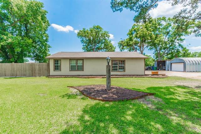 1124 Cemetery Road, Angleton, TX 77515 (MLS #84731205) :: The Bly Team