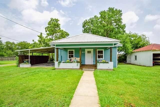307 E Hinton Road, Weimar, TX 78962 (MLS #84774737) :: Christy Buck Team