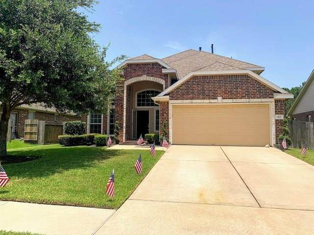915 Bentwood Cove, Dickinson, TX 77539 (MLS #84956673) :: Texas Home Shop Realty