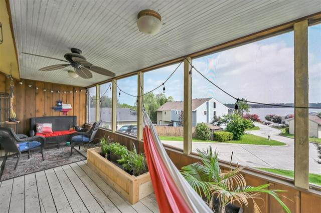 10 April Point Drive N, Conroe, TX 77356 (MLS #85036691) :: The Home Branch