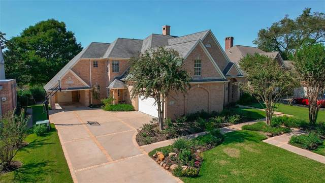 8 Regent Court, Sugar Land, TX 77478 (MLS #85056498) :: The Wendy Sherman Team
