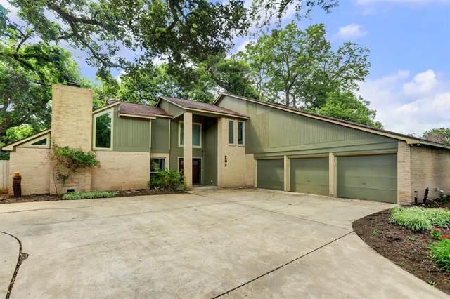 202 Raintree Lane, Lake Jackson, TX 77566 (MLS #85259634) :: Lerner Realty Solutions