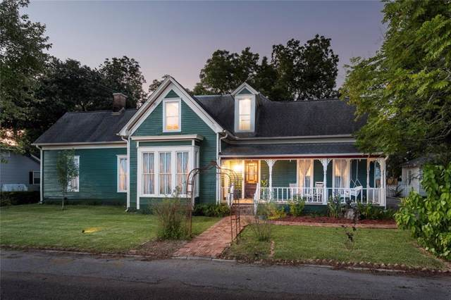608 W Lang Street, Alvin, TX 77511 (MLS #85439301) :: The Sold By Valdez Team