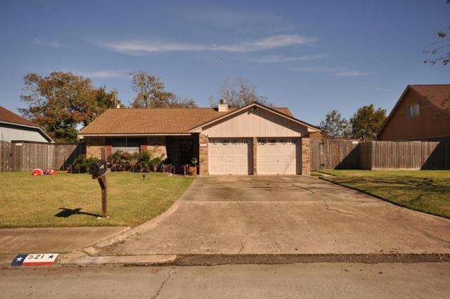521 Lotus Street, Lake Jackson, TX 77566 (MLS #85679203) :: NewHomePrograms.com LLC