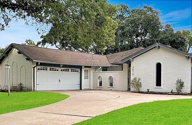 3010 Broadmoor Drive, Sugar Land, TX 77478 (MLS #85847396) :: The Bly Team