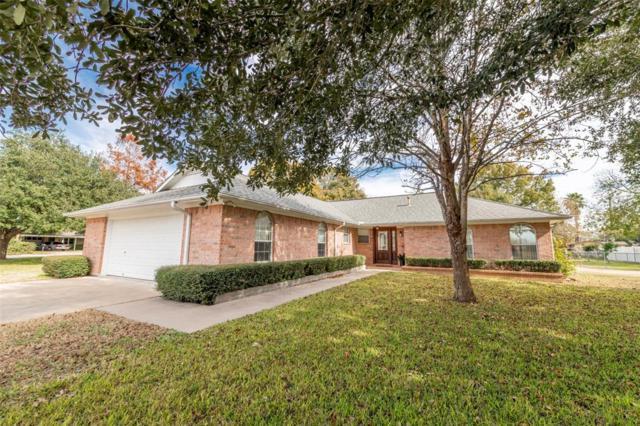 111 N Oak Drive, Columbus, TX 78934 (MLS #86341570) :: Connect Realty