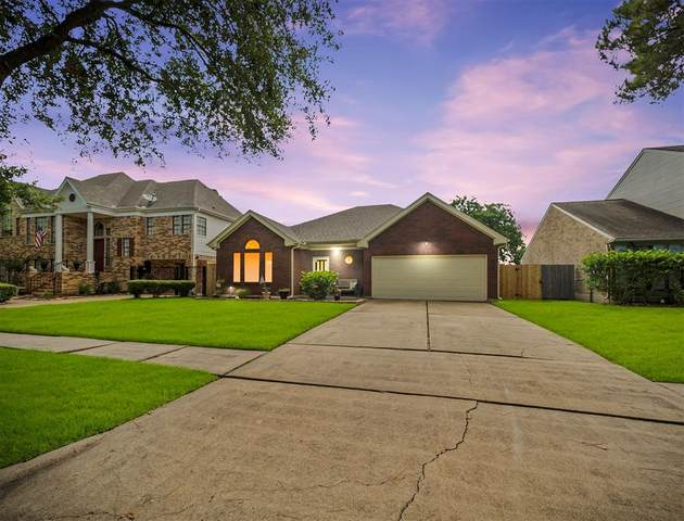 118 Bayou Bend Drive, League City, TX 77573 (MLS #86518003) :: The Heyl Group at Keller Williams