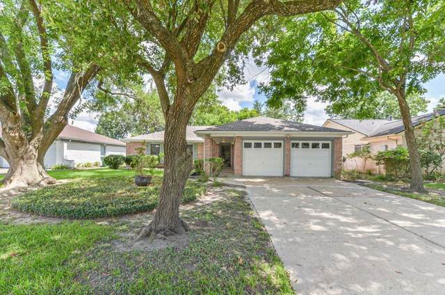 10806 Shannon Hills Drive, Houston, TX 77099 (MLS #86563353) :: My BCS Home Real Estate Group