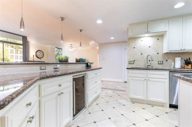 4950 Woodway Drive #408, Houston, TX 77056 (MLS #86571526) :: Giorgi Real Estate Group