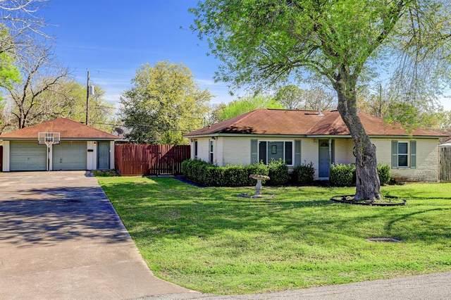 3327 Crestgrove Drive, Pasadena, TX 77505 (MLS #86867525) :: The Queen Team