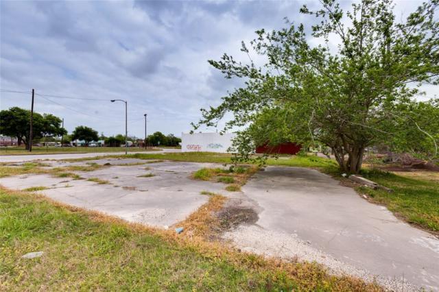 3419 Market Street, Baytown, TX 77520 (MLS #87005601) :: The SOLD by George Team